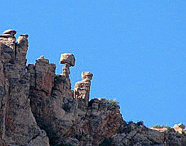 Close-up-on-balanced-rocks-near-Thimble-