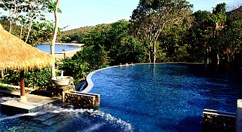 The-Infinity-Pool-of-Romantic-Pimalai-Ho