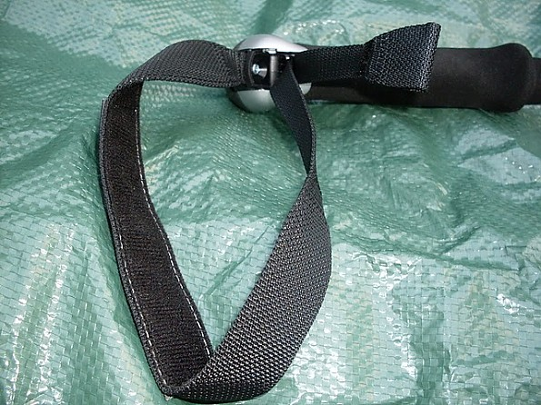 Leki-Micro-Stick-Strap-Details.jpg