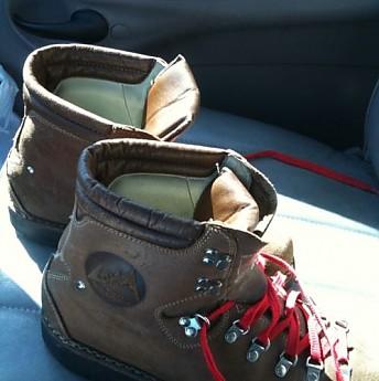 lowa-boots-2.jpg