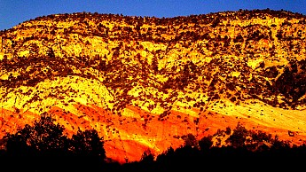 Iron-Oxide-stains-lower-White-Cliffs---E
