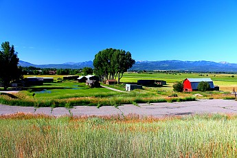 IMG_3064-Ranch-on-south-side-of-highway-