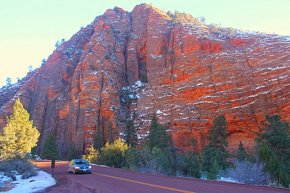 IMG_1953-Red-sandstone-hill-in-East-Zion