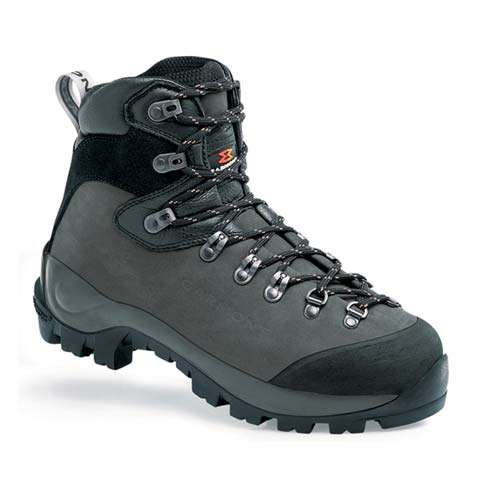 photo: Garmont Dakota backpacking boot