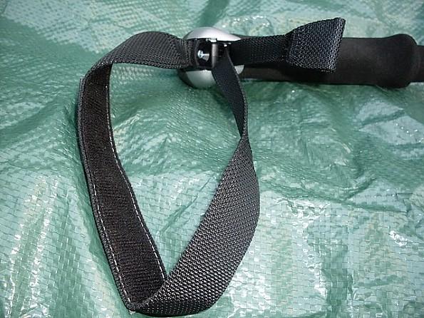 Leki-Micro-Stick-Strap-Details.jpg