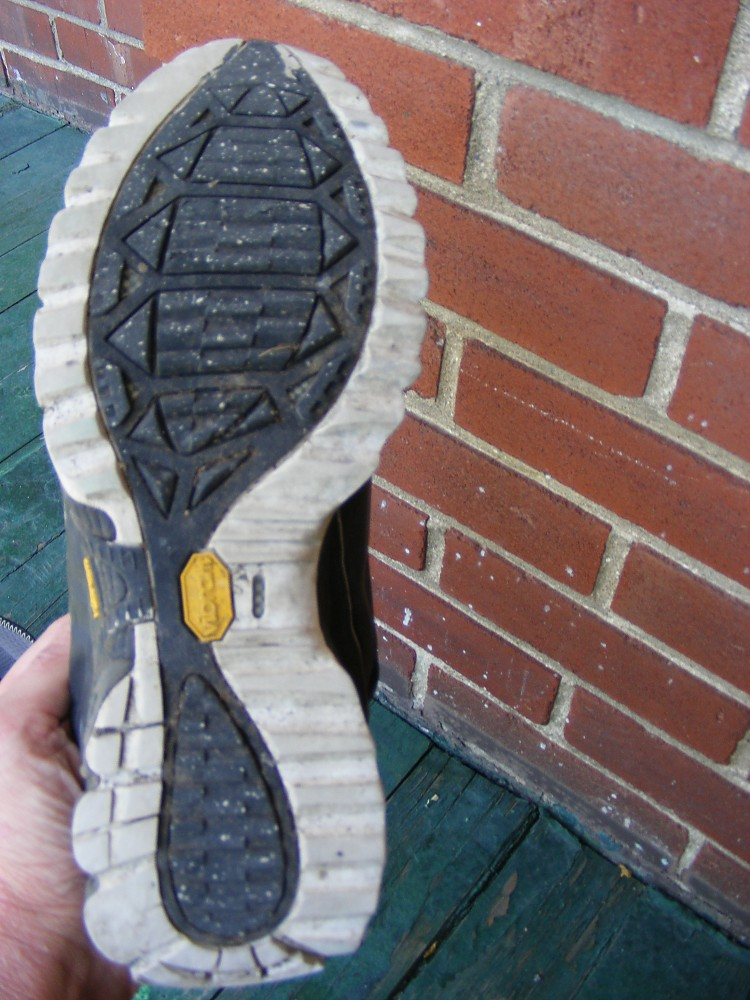 photo: Saucony ProGrid Razor 2.0 trail running shoe