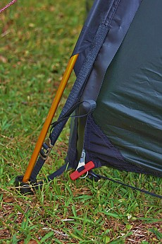 The red toggle locks the silver zipper pull in place when zipped shut and can be fastened so you can reach it from inside or outside the rain fly. & Hilleberg Enan Reviews - Trailspace.com