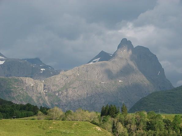 Romsdalshorn-evening.jpg