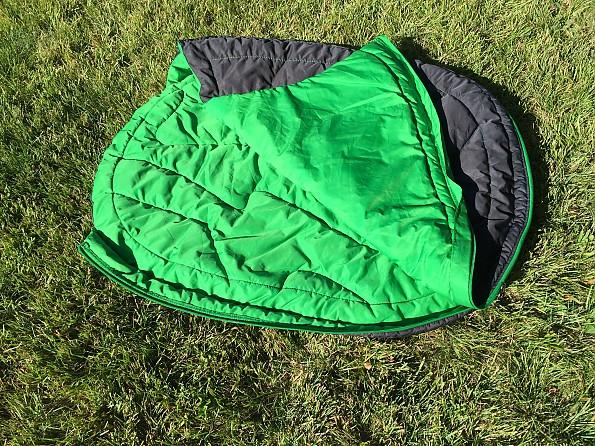 sleeping-bag-half-zipped.jpg