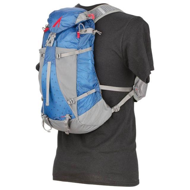 photo: UltrAspire Titan 2.0 Hydration Vest hydration pack