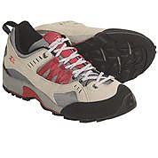 photo: Garmont Sticky Cat approach shoe