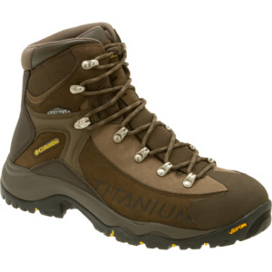 photo: Columbia Titanium Daska Pass Omni-Tech hiking boot
