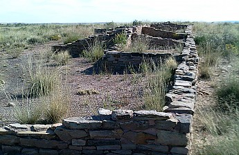 Anazasi-Ruins-between-Painted-Desert-and