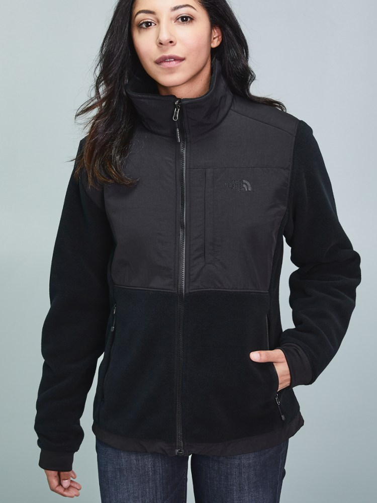 photo: The North Face Women's Denali 2 Jacket fleece jacket