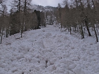 Day-old-avalanche-0AGood-thing-we-didn-t
