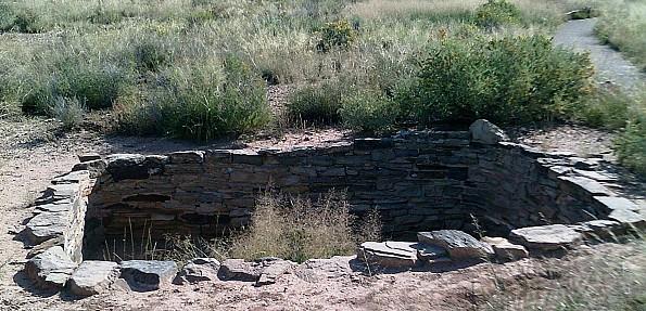 Anazasi-Ruins-between-Painted-Desert-and