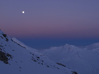 Moon-and-alpenglow-0AAnother-early-morni