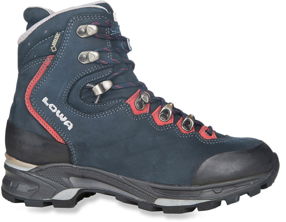 photo: Lowa Mauria GTX backpacking boot