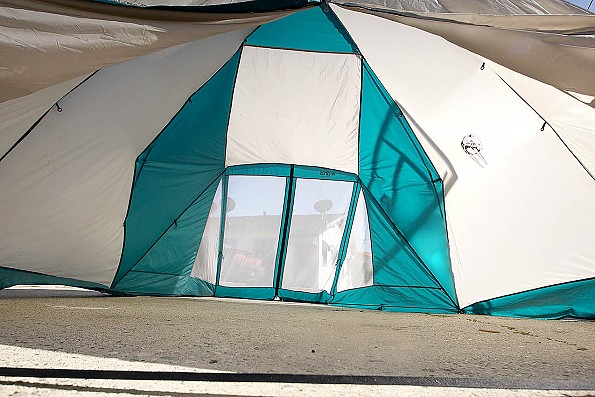 _walrus_alley_interior_of_flysetup_towar