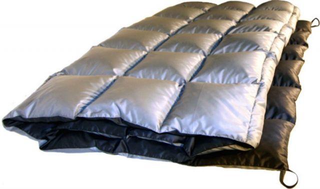 photo: Western Mountaineering Cloud 9 Comforter top quilt