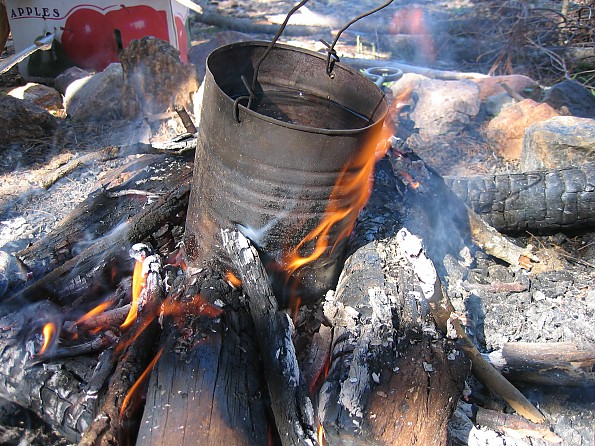 Billycan-campfire.jpg