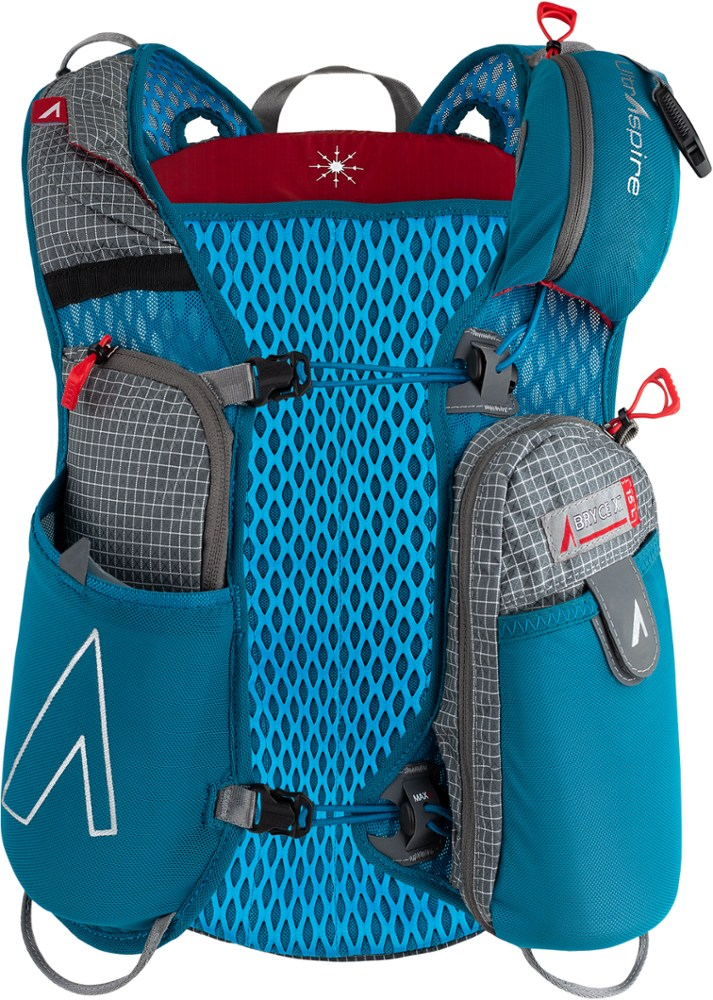 photo: UltrAspire Bryce XT hydration pack