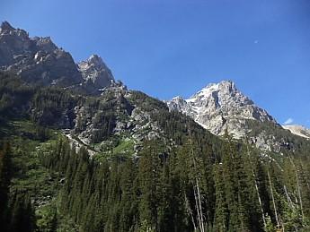 Teton-peaks-above-south-side-of-Cascade-