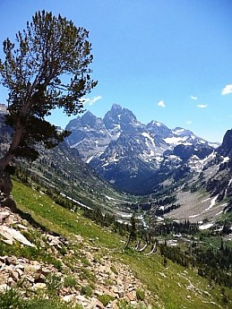 Looking-down-into-North-Cascade-Canyon-f