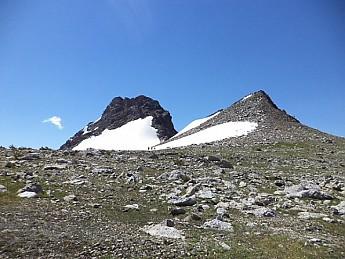 Three-hikers-on-Paintbrush-Divide-snow-f