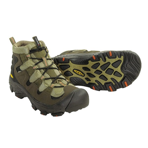 photo: Keen Growler winter boot