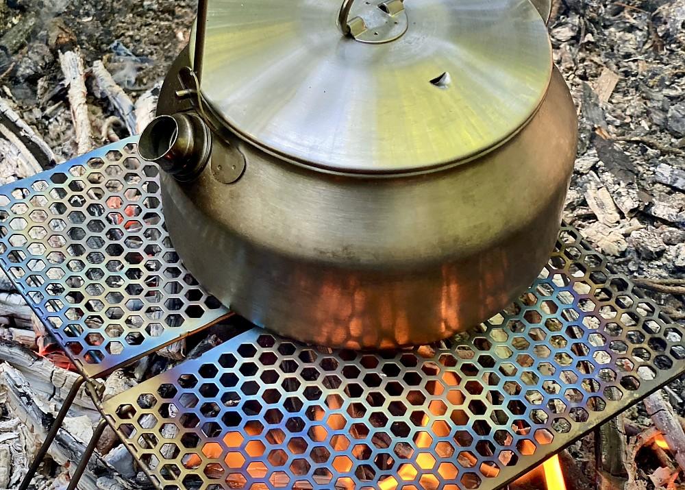 photo: Vargo Titanium BiFold Grill stove accessory