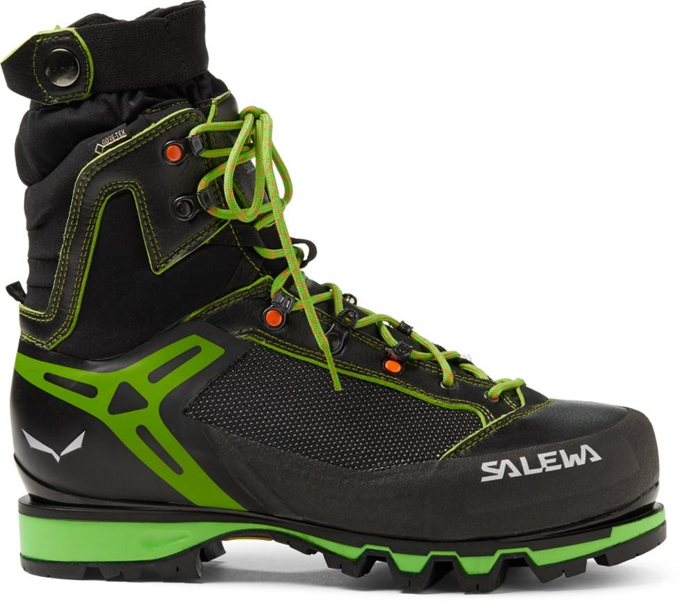 photo: Salewa Vultur Vertical Gore-Tex mountaineering boot