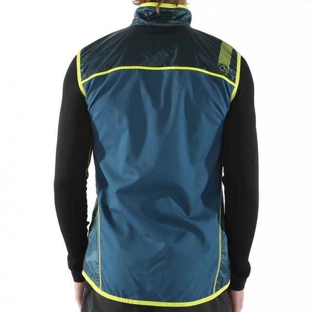 photo: La Sportiva Hustle Vest wind shell vest