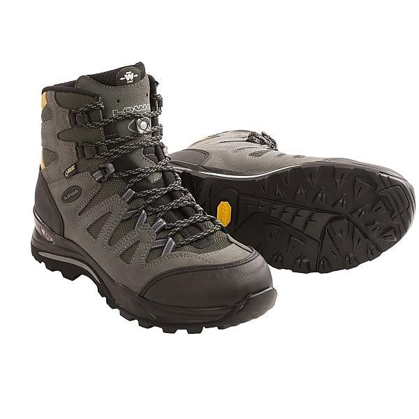photo: Lowa Khumbu GTX Mid hiking boot