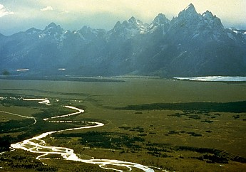 Snake_River_with_Teton_Range_in_backgrou