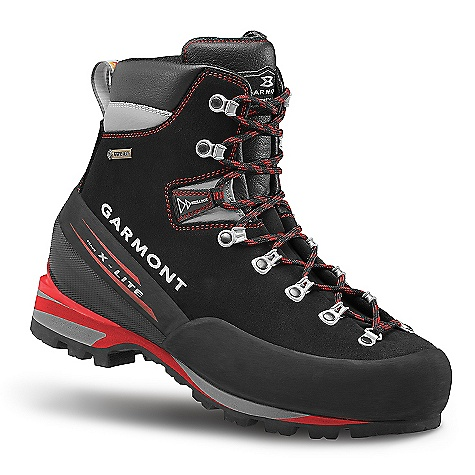 photo: Garmont Pinnacle GTX mountaineering boot