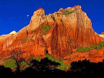 Moonrise-over-Zion-Sandstone-monolith.jp