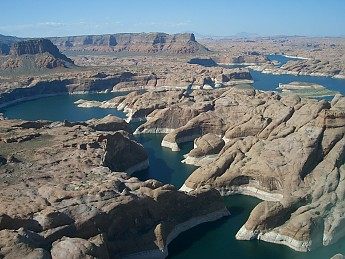 Lake_Powell_-_Arizona-and-its-now-famous