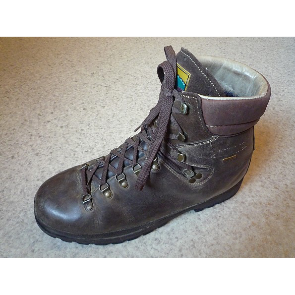 photo: Meindl Makalu backpacking boot