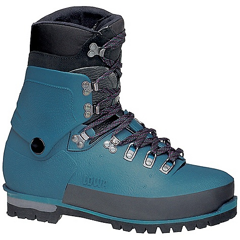 photo: Lowa Civetta mountaineering boot