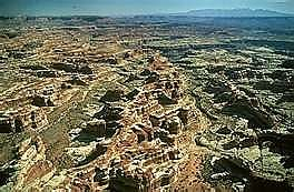 The-maze-in-Utahs-Canyonlands-country.jp