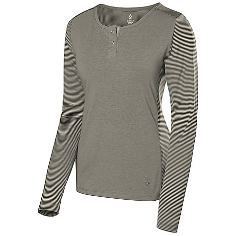 photo: Isis Terra Top hiking shirt