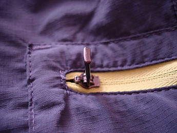 Zipper-detail_2-blue-.jpg