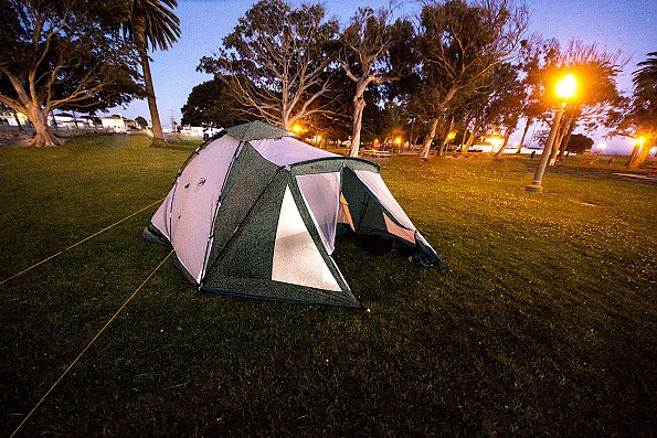 ____Walrus_barking_at_the_Moon_tent_set_