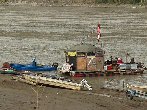 Eric-and-Mikes-raft-to-go-down-the-Yukon