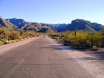 01Beginning-of-Sabino-Canyon-road-leadin