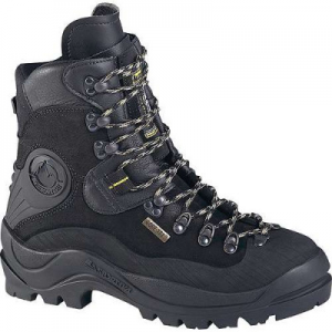 photo: La Sportiva Lhotse mountaineering boot